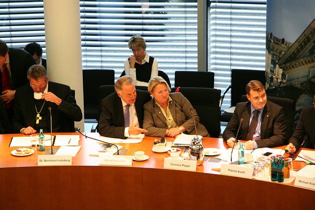Hochkarätig besetztes Fachgespräch im Bundestag
