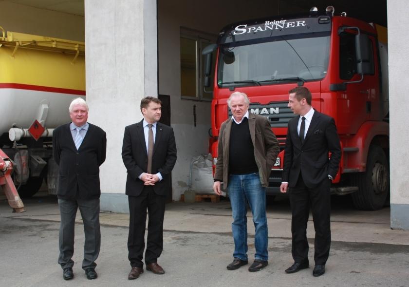 FDP-Politiker besuchen Firma Spanner