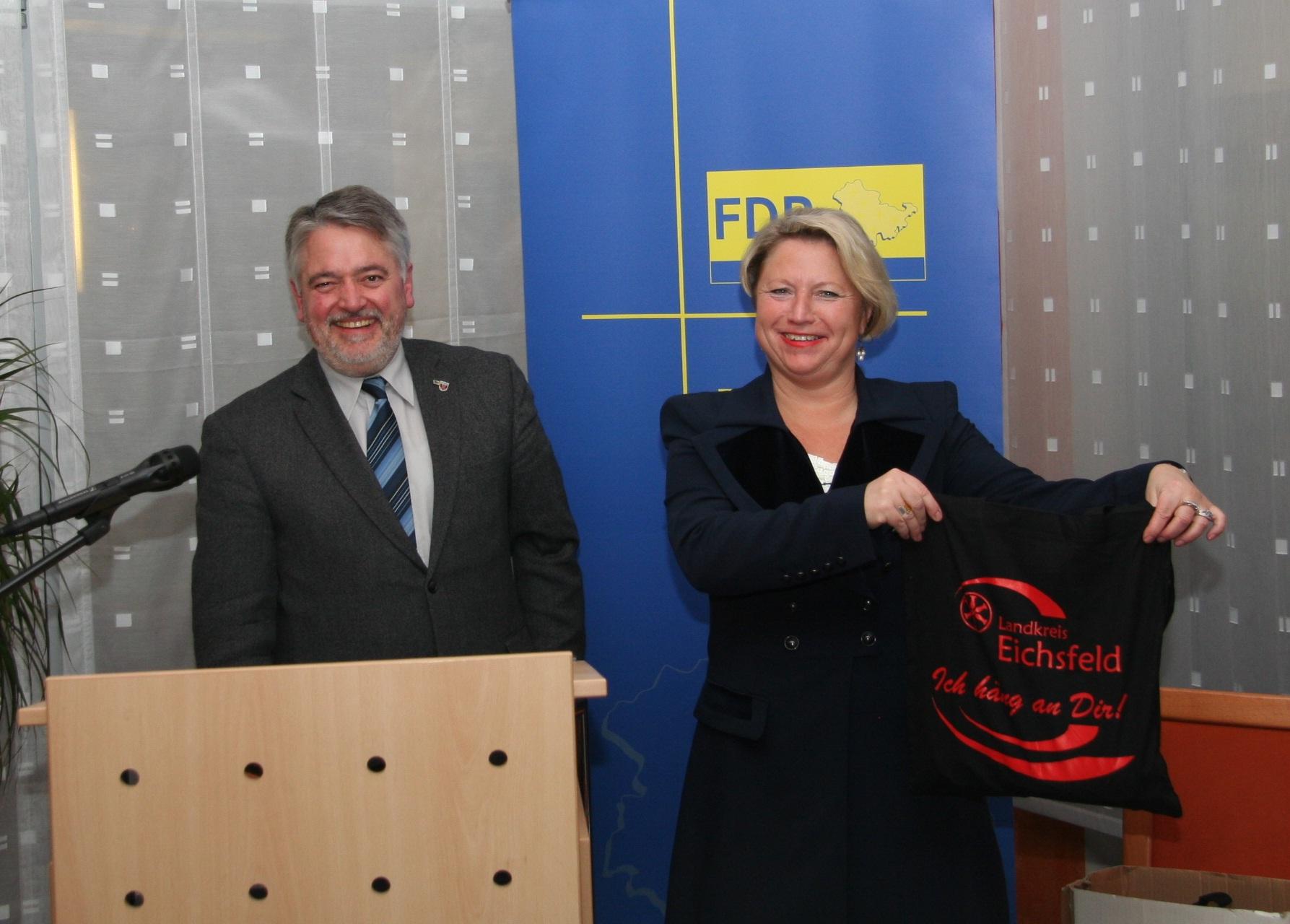 Kreischef Martin Henning dankt Cornelia Pieper