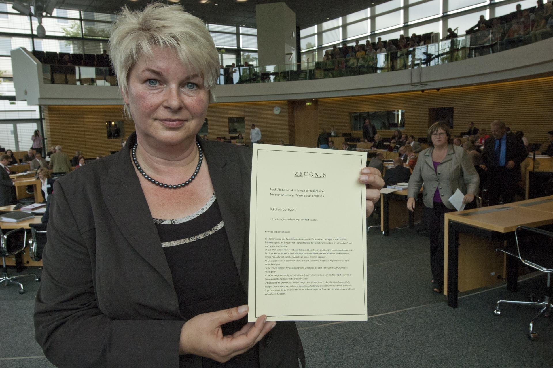 FDP stellt Bildungsminister schlechtes Zeugnis aus