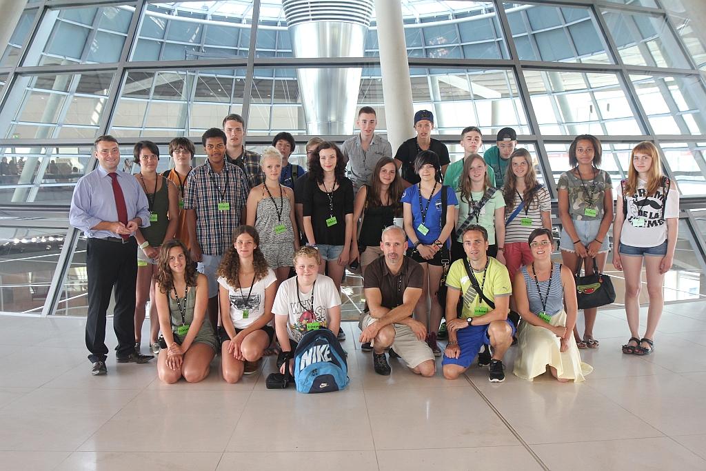 Kurth mit der Besuchergruppe im Bundestag