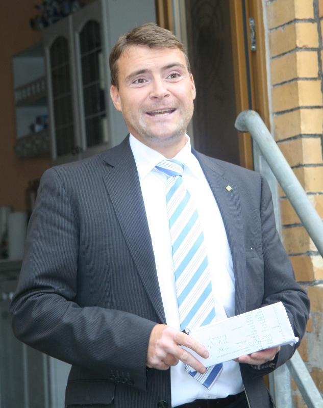 Patrick Kurth, MdB vor seinem neuen Wahlkreisbüro