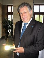 Dr. Wolfgang Maruschky (FDP) mit dem Preis