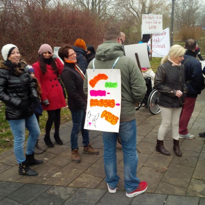 Demo zur Rasseliste vor dem Landtag