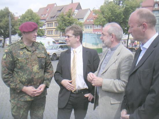Dirk Niebel auf dem Erfurter Domplatz