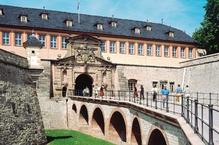 Hallo, Erfurt? Vielleicht wird Uschi Glas die Ostdeutschen bald auf ...