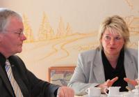 Franka Hitzing bei einer Diskussion in Tabarz