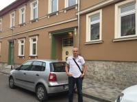 Jens Panse vor dem Gemeindeamt in Dachwig