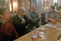 Christian Döbel mit den Mitgliedern im Gespräch