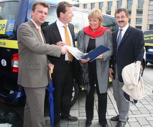 Verabschiedung der Info-Busse in Berlin