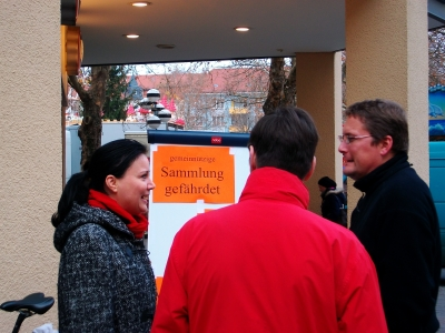 rege Diskussion am Info-Stand