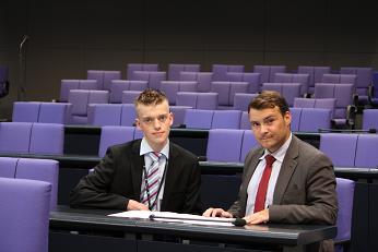 Dennis König mit MdB Patrick Kurth im Bundestag