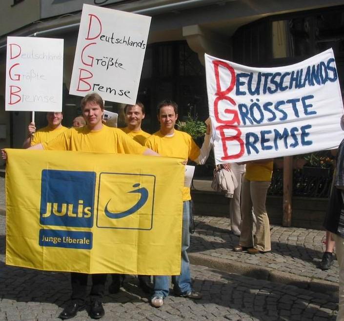JuLis beim Protest zum 1. Mai