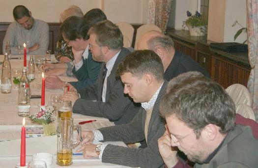Viel Papier bei der Mitgliederversammlung