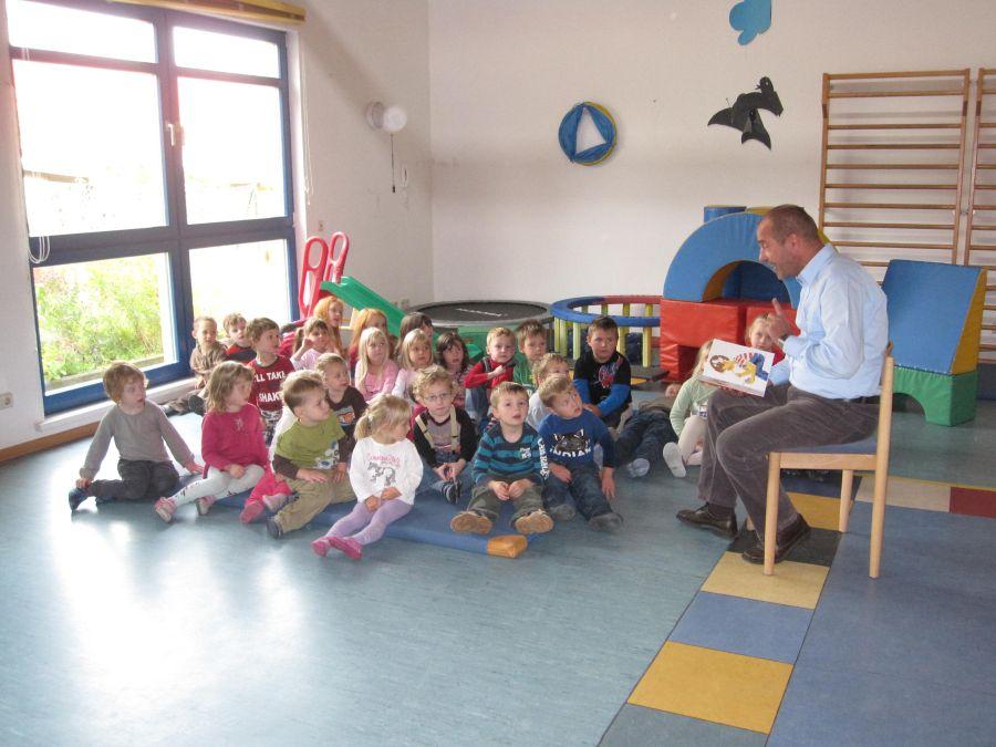 Lesestunde im Kindergarten Sonnenschein in Sonneberg