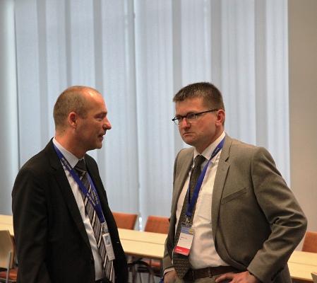 Marian Koppe mit Staatssekretär Thomas Ilka