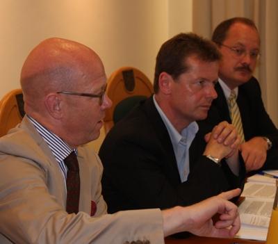 Prof. Dombert (li.) vertritt die Klage der FDP