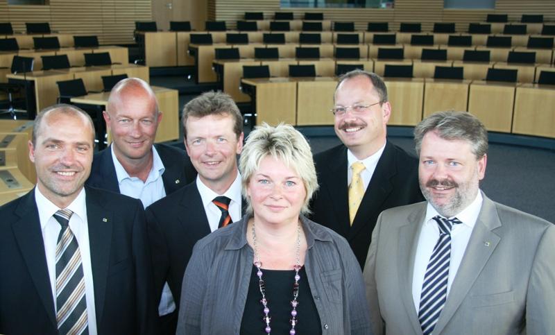 Die neue FDP-Fraktion im Plenarsaal des Landtages