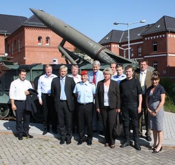 Gruppenbild mit Kommandeur Oberstleutnant Glaab