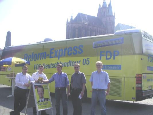 Reform-Express vor dem Erfurter Dom