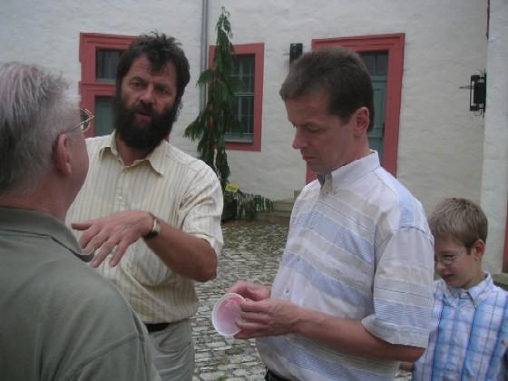 O. Ritzel und U. Barth im Gespräch mit Prof. Mühe