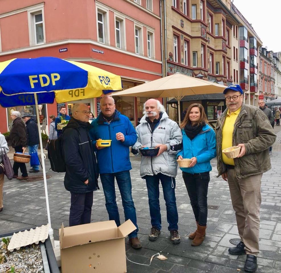 Die Aktiven der Saalfelder FDP zur Ostereieraktion