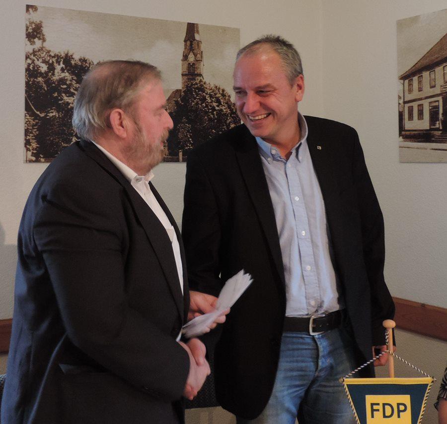 Heinz Untermann gratuliert Jens Panse