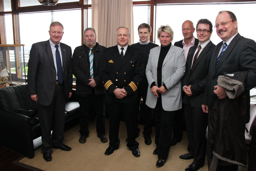 Thüringer FDP-Fraktion mit Kapitän Leutnant Nick Golon