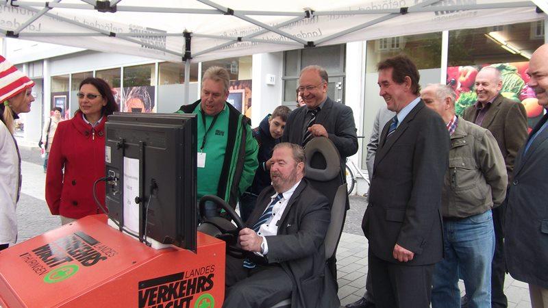 Heinz Untermann, MdL im Fahrsimulator