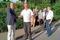 Andreas Schmidt gratuliert Holger Holland zur Wahl