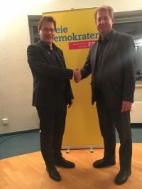Suhler FDP-Chef A. Schmidt gratuliert G.Ullrich