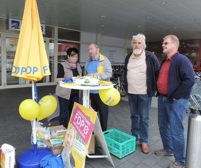 Wahlkampfstand am Kaufland in Sömmerda