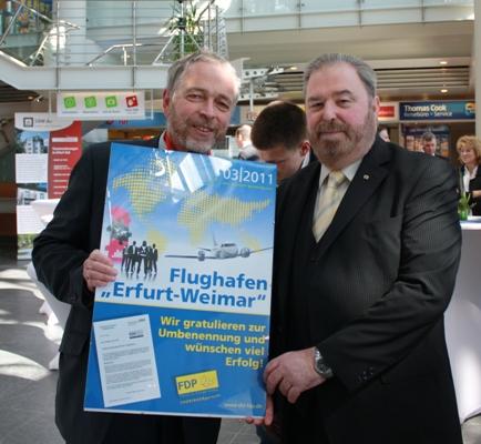 Flughafenchef Matthias Köhn und Heinz Untermann