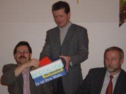 Zimmermann und Bollwahn mit Wahlhelfer Barth