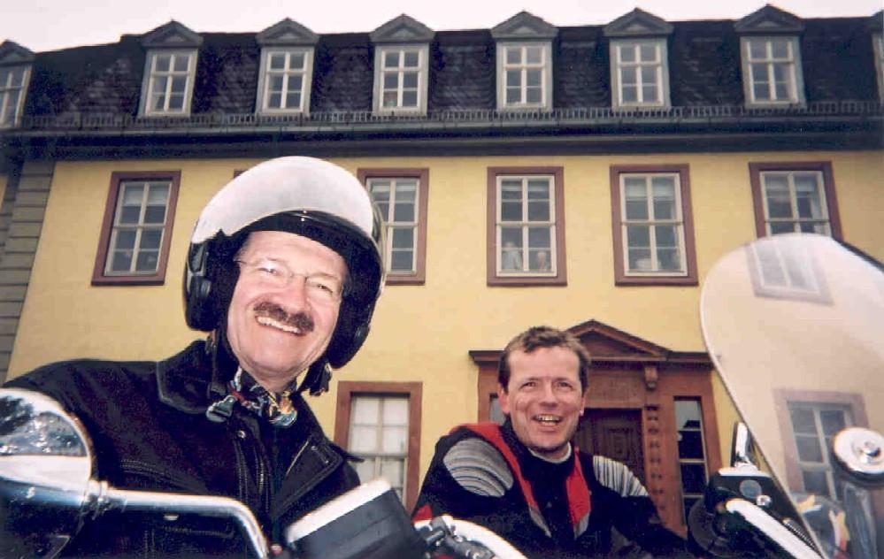 Halt vor dem Goethehaus in Weimar
